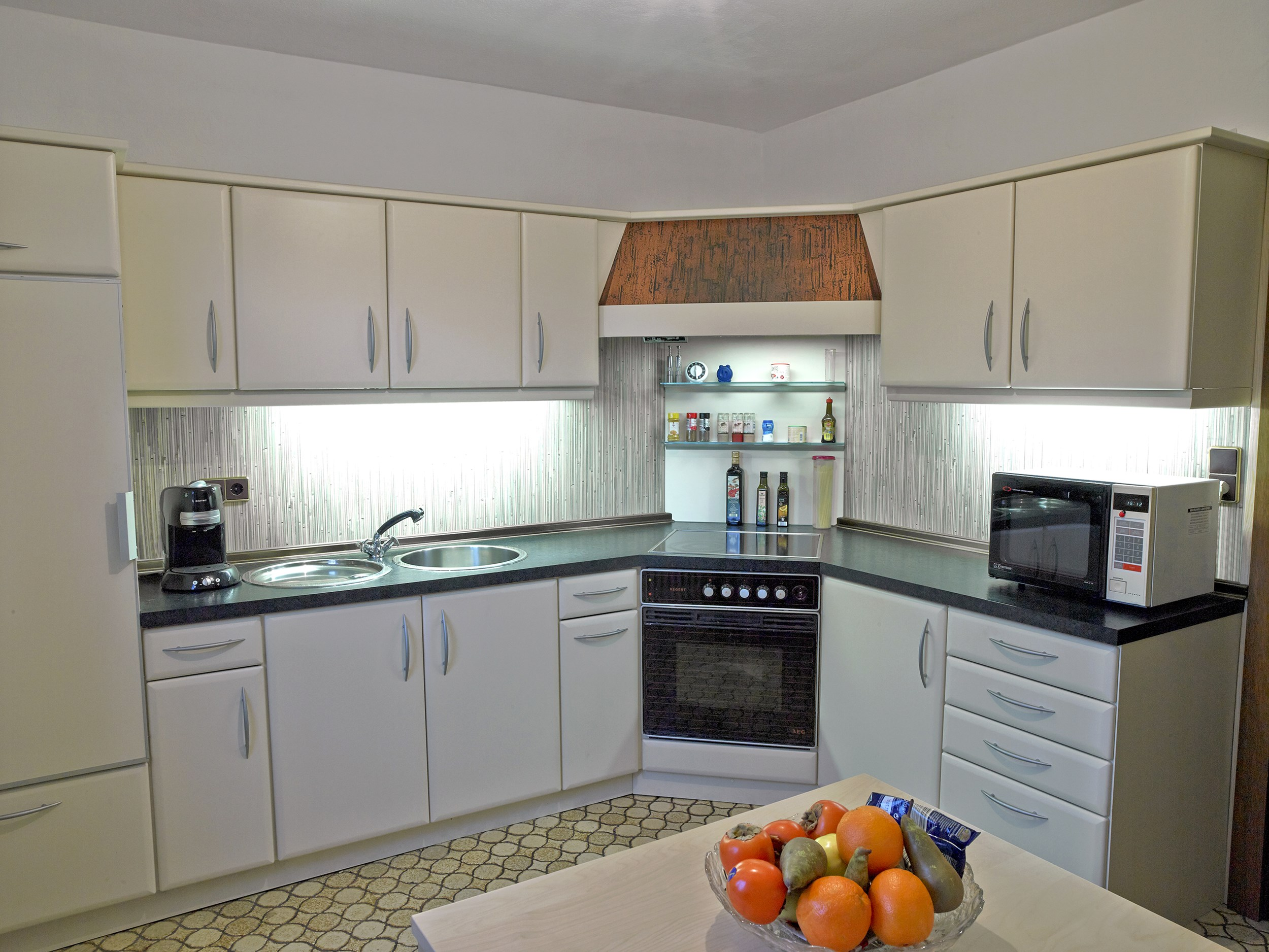 kundenbeispiele k chenrenovierung portas schweiz renovierung. Black Bedroom Furniture Sets. Home Design Ideas